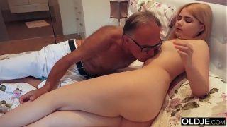 18 girl kissing fucks her step dad in her bedroom